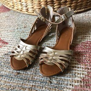 Cherokee brand size 4 sandals